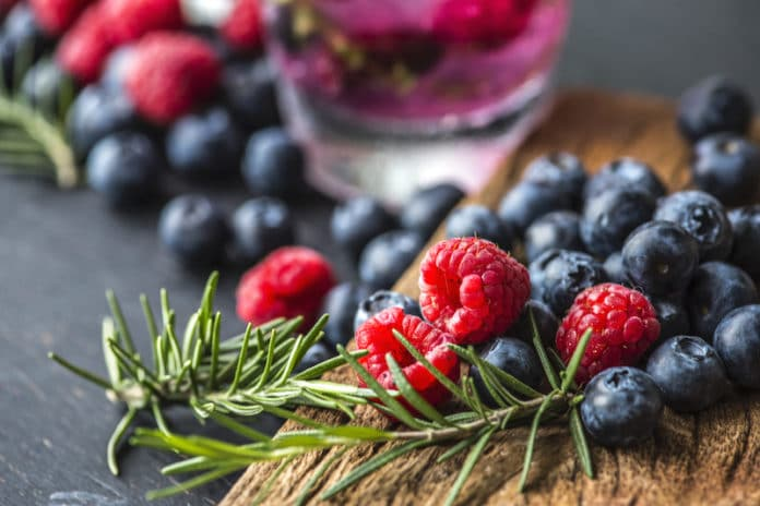 7 Superfoods to Prevent Hair Loss and Improve your Skin and Teeth